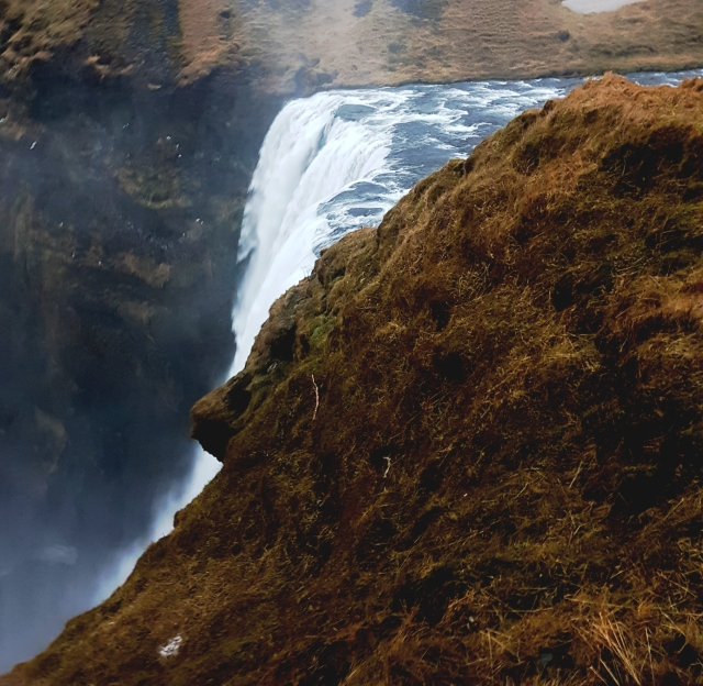 aloma-skogafoss-top-waterfall2-edit